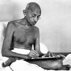 gandhi-was-a-racist-who-slept-with-young-girls-and-let-his-wife-die-of-pneumonia-1449157710