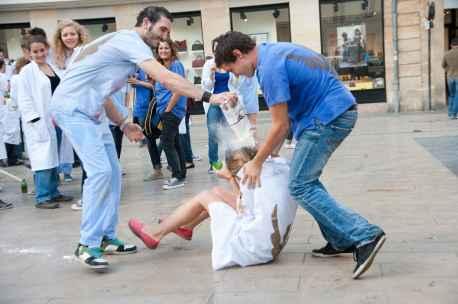 2048x1536-fit_bordeaux-24-septembre-2012-fete-traditionnelle-des-etudiants-bordelais-sorte-de-bizutage-des.jpg