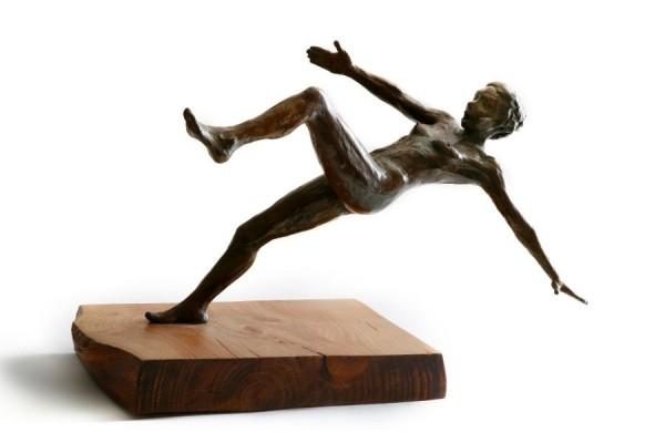 la-chute-mouvement-sculpture-bronze-02-600x400-1.jpg